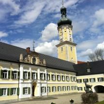 Schloss Kühbach Wolken